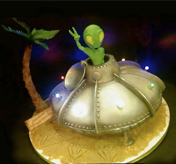 Astonishing Birthday Cakes Alien Cake Yesbirthday Home Of Birthday Funny Birthday Cards Online Elaedamsfinfo