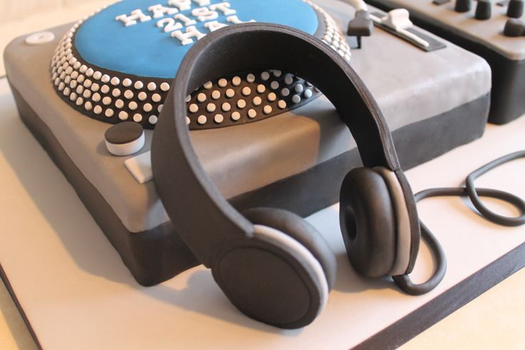 Excellent Birthday Cakes Headphones Dj Turntable Cake Yesbirthday Birthday Cards Printable Benkemecafe Filternl